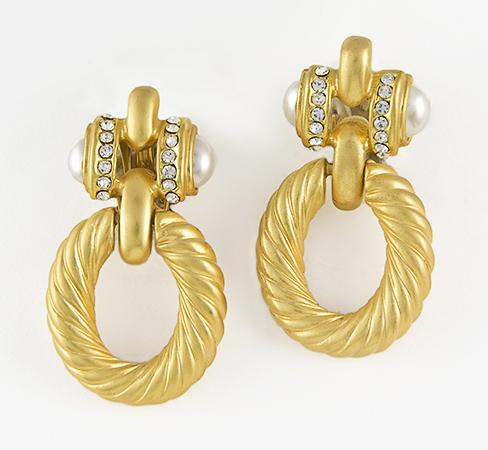 EA525: Designer Round Earrings