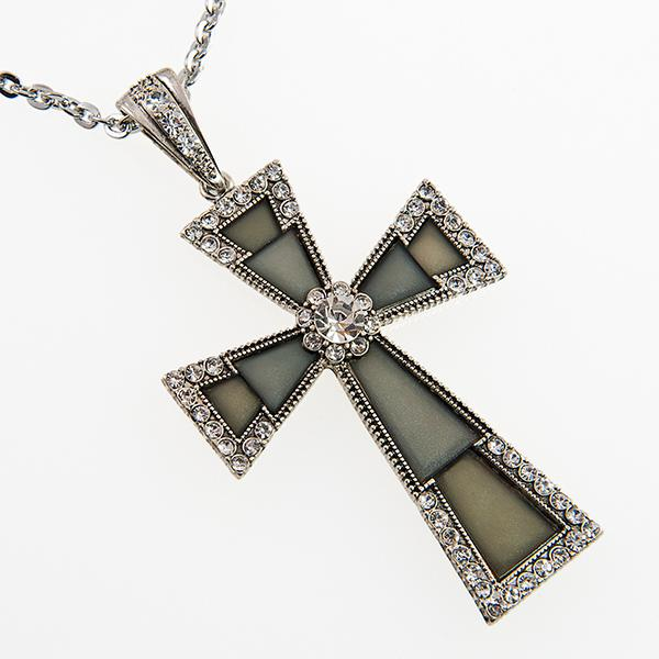 NA229: Elegant Cross Necklace