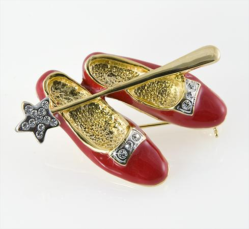 PA419: Ruby High Heels Pin with Wand in Gold