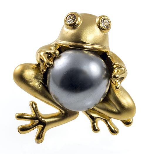 PA677:Frog Pin with Pearl