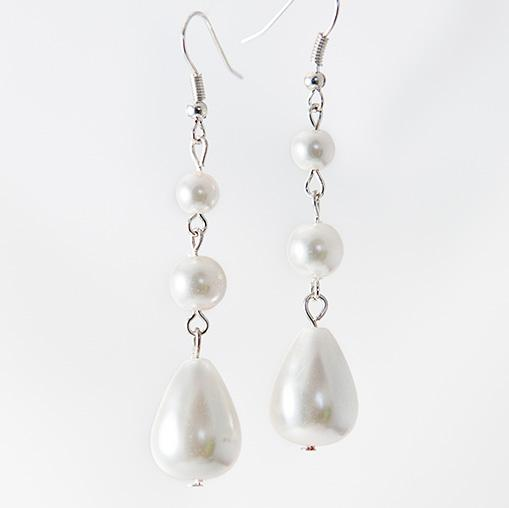 EA543: White Pearl Drop Earrings