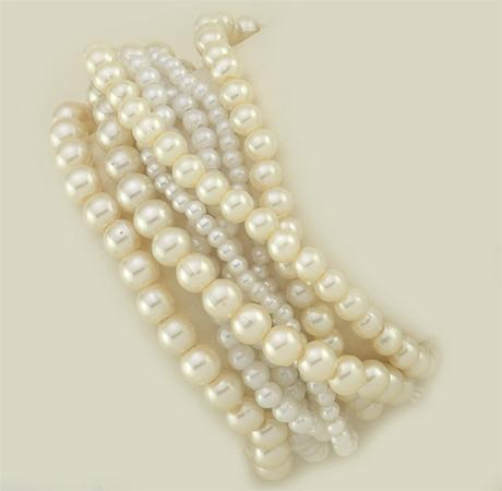 BR160: Cluster Of Pearls Stretch Bracelet