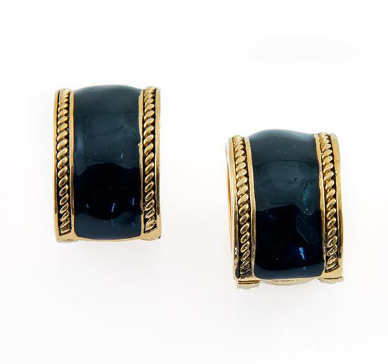 EA639: Magnetic Black and Gold Earrings
